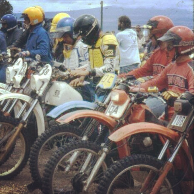 The good old days when men were men and there was no such thing as a disc brake front end. #vinduro #vintagebike #vintageenduro #enduro #yamaha #husqvarna #honda #suzuki #kawasaki follow us @vinduro
